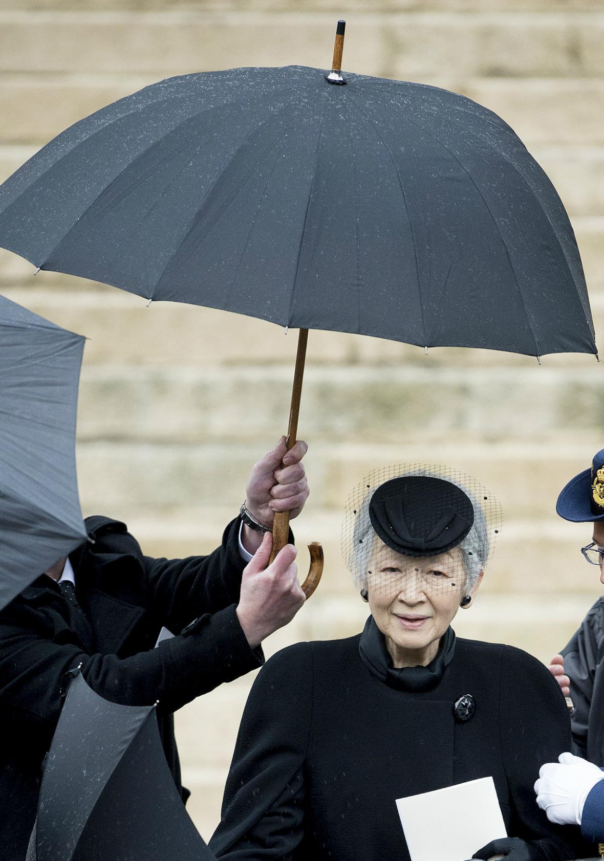 Na pohřeb královny Fabioly dorazila i japonská císařovna Mičiko