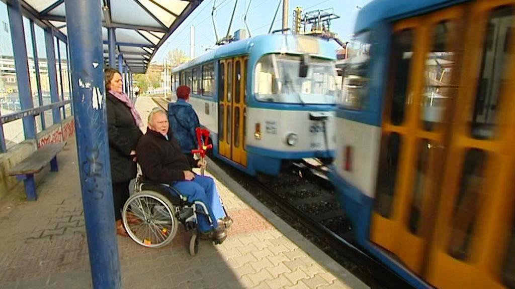 Do tramvaje v Ostravě smí pouze jeden kočárek nebo jeden vozík