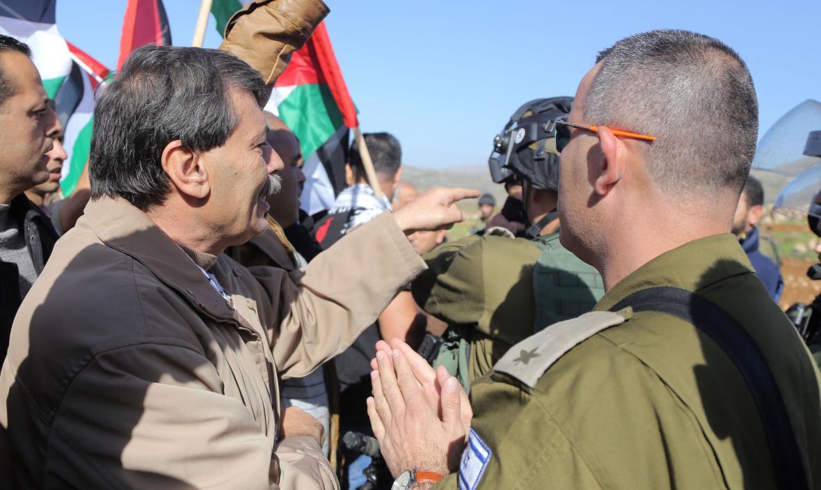 Zijád abú Ajn při střetu s izraelskými vojáky