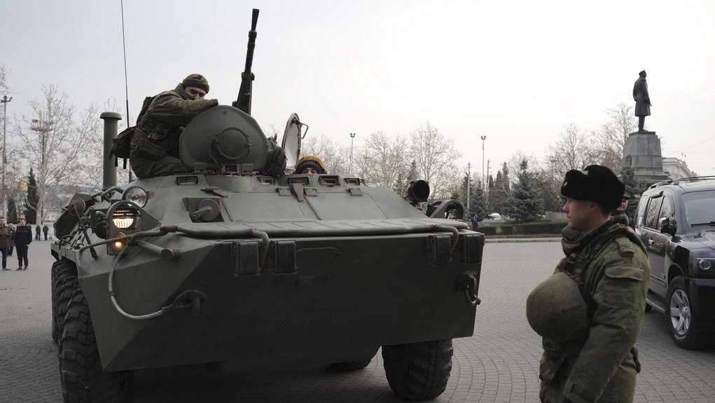 Obrněný transportér v centru Sevastopolu