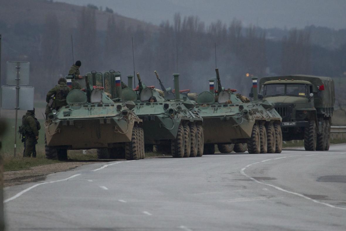 Ruské obrněné transportéry na Krymu