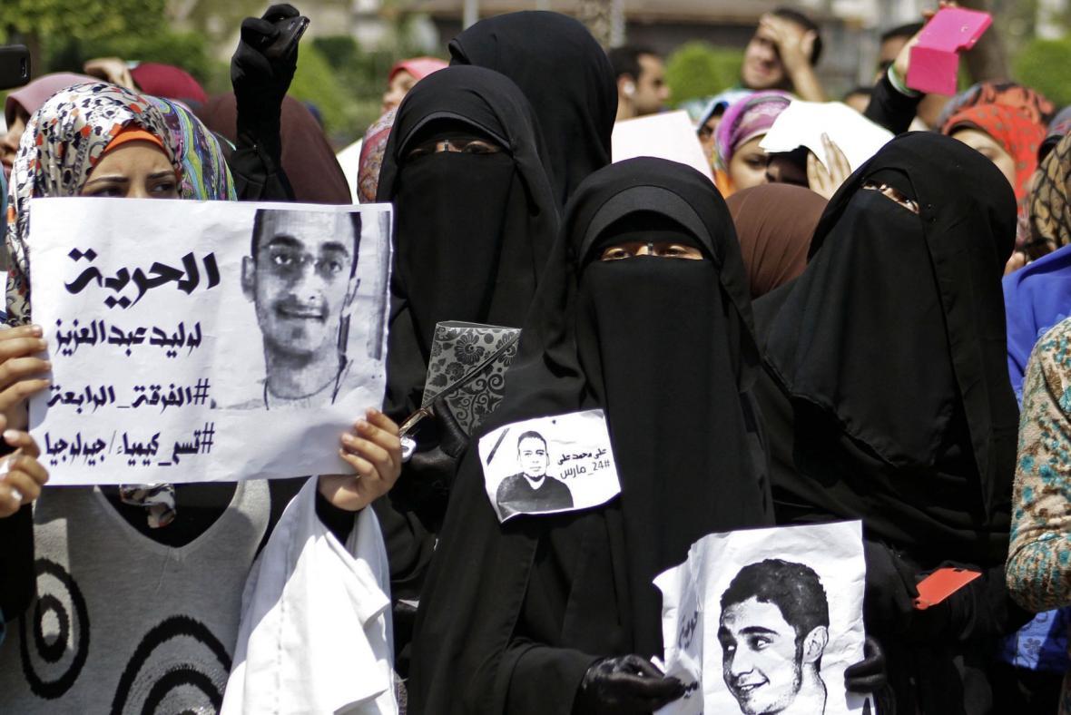 Protesty proti soudu s islamisty