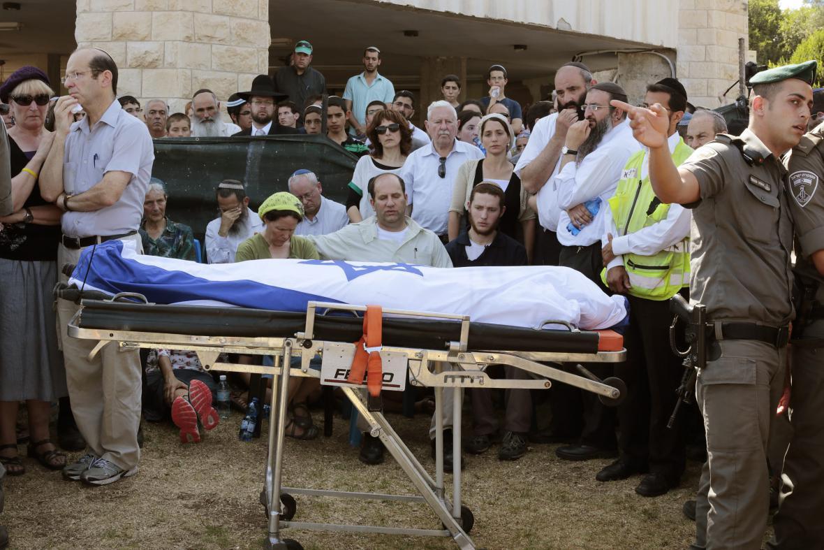 Izrael pohřbil zabité mladíky