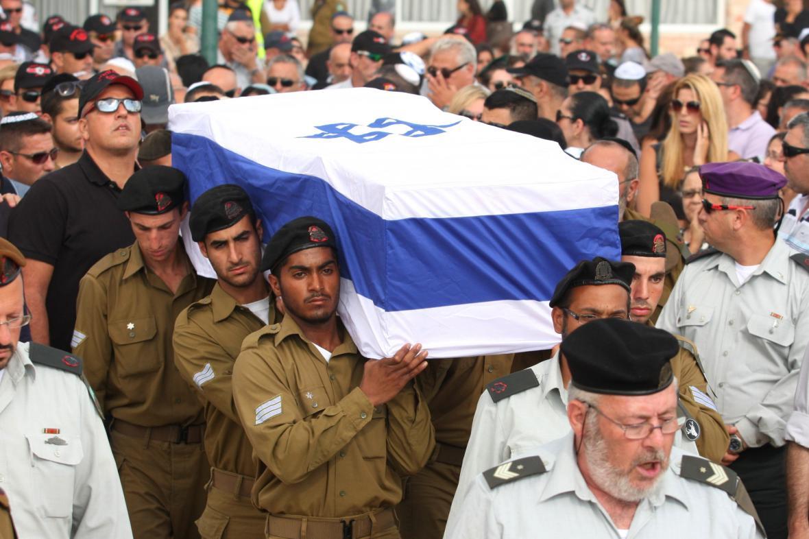 Pohřeb izraelského vojáka zabitého při operaci v Gaze