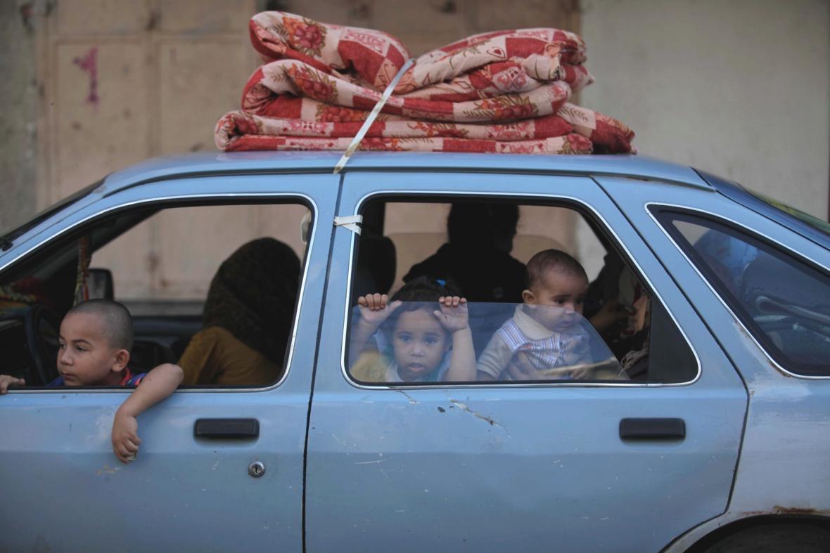 Lidé opouštějí Gazu