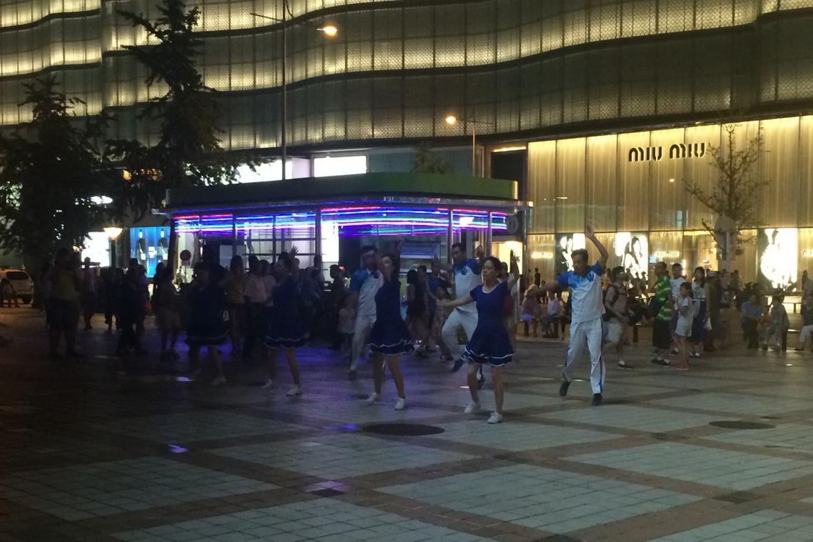 Večerní lekce pohybu v centru Pekingu