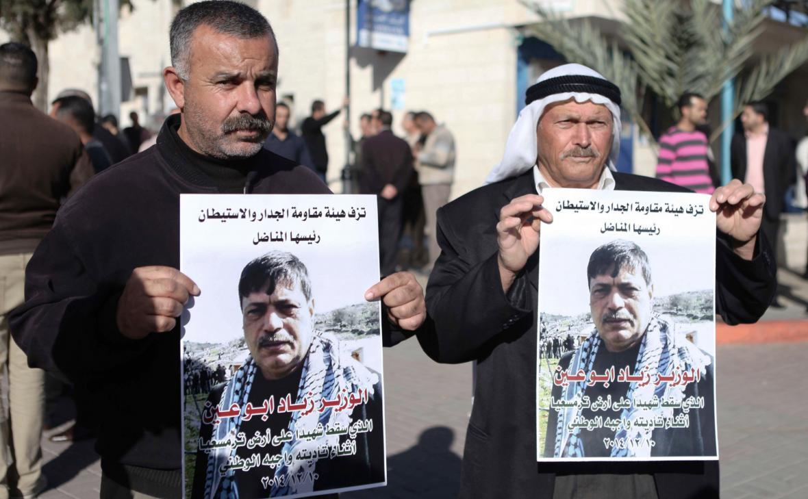 Palestinci připomínají smrt ministra Zijáda abú Ajna