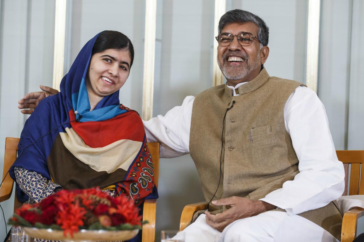 Júsufzaiová a Satjárthí před převzetím Nobelovy ceny