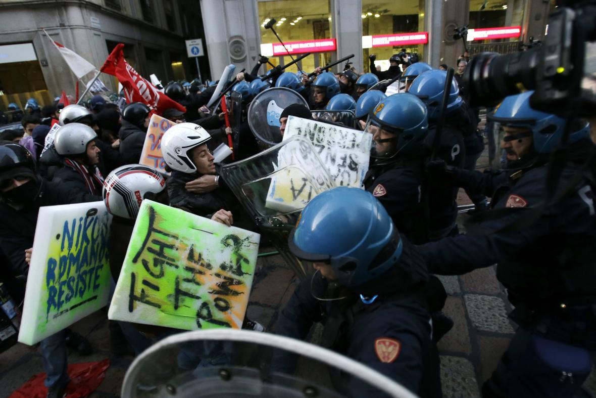 Demonstrace před La Scalou