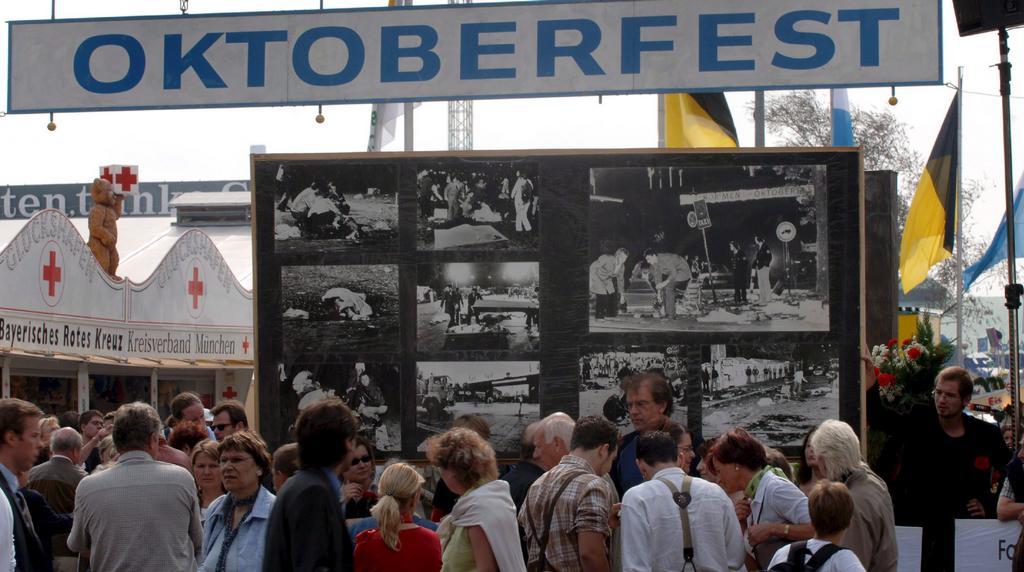 Vzpomínková deska na události z 26. září 1980