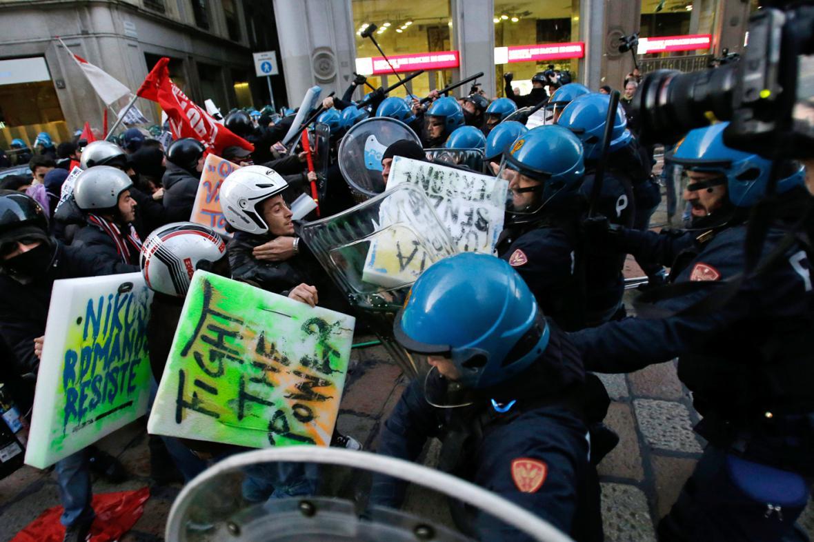 Policie rozehnala demonstraci před La Scalou