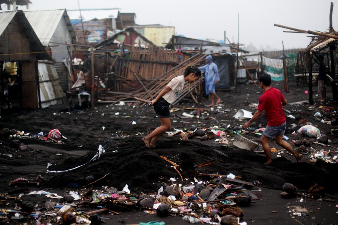 Následky tajfunu Hagupit ve filipínské provincii Albay