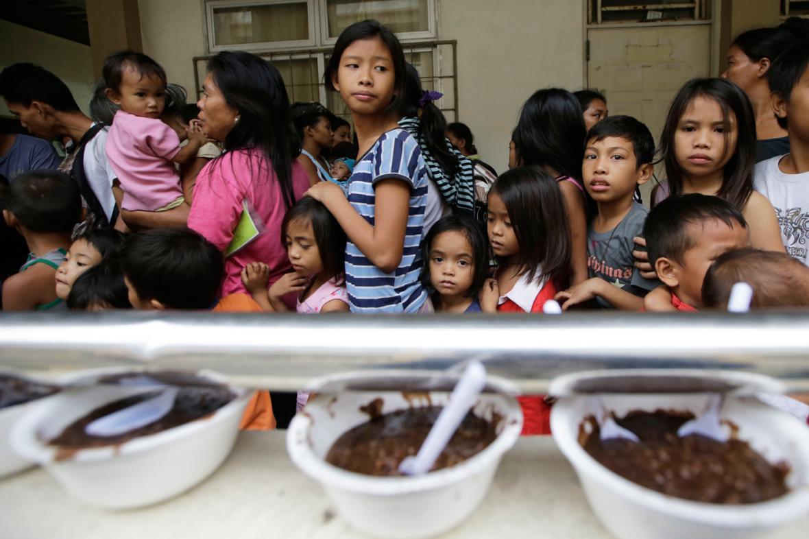 Evakuační středisko ve filipínské provincii Batangas
