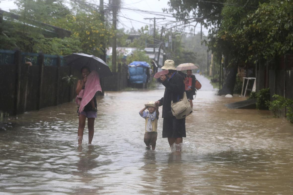 Na Filipínách řádí tajfun Hagupit