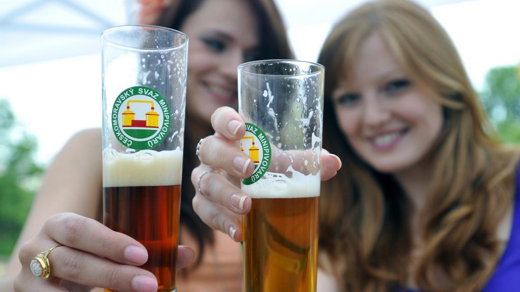 Ženy přicházejí na chuť pivu