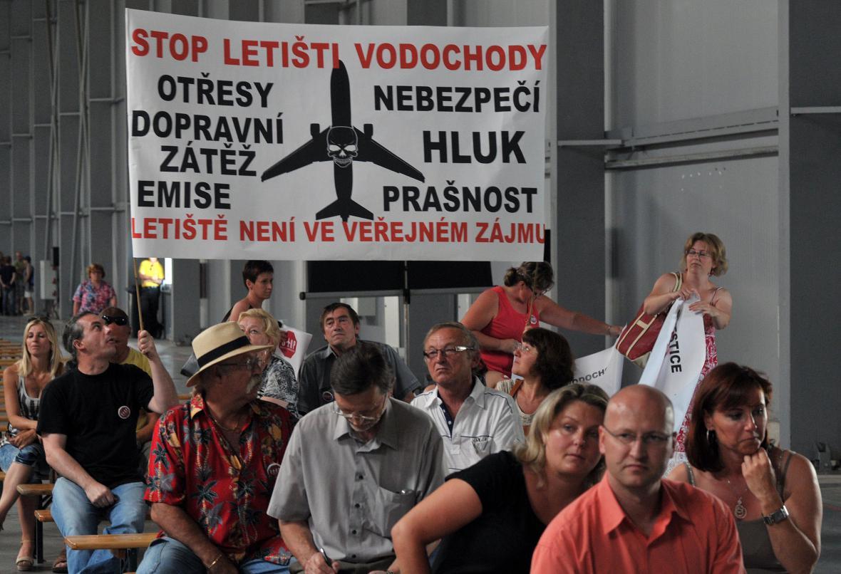 Odpůrci Letiště Vodochody na veřejném projednání