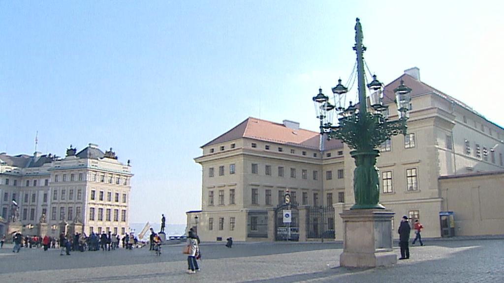 Kandelábr na Hradčanském náměstí