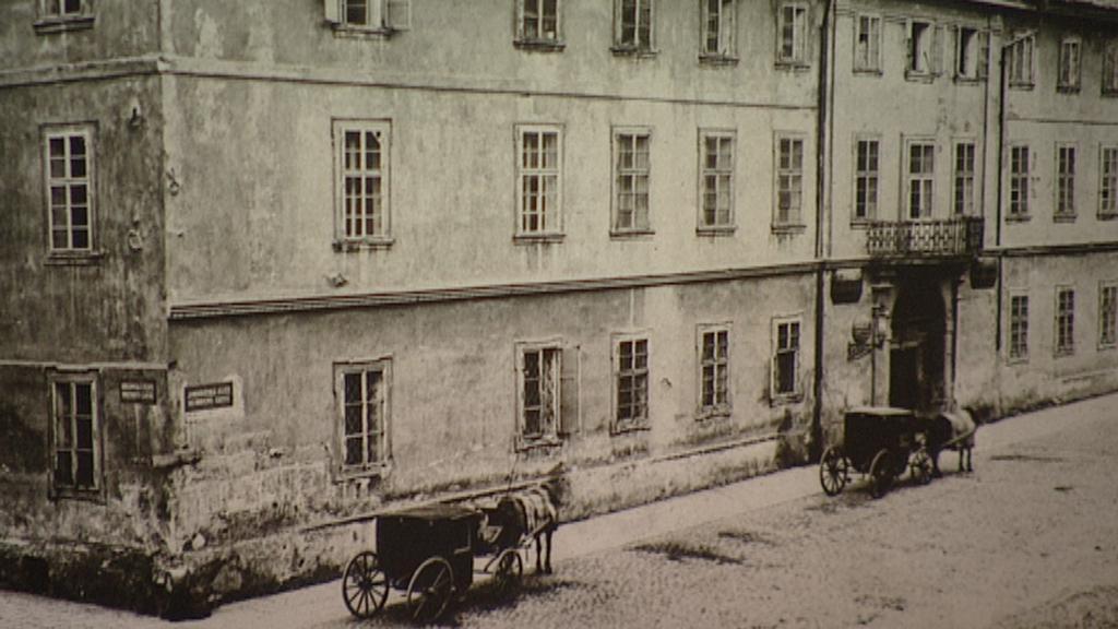 Původní budova na místě dnešní pošty