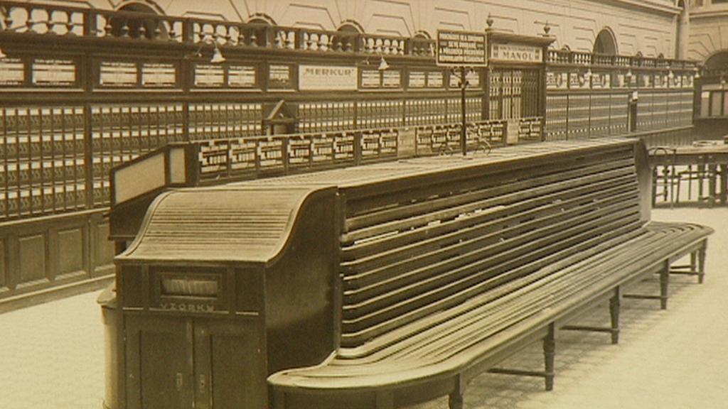 Centrální hala pošty na archivní fotografii