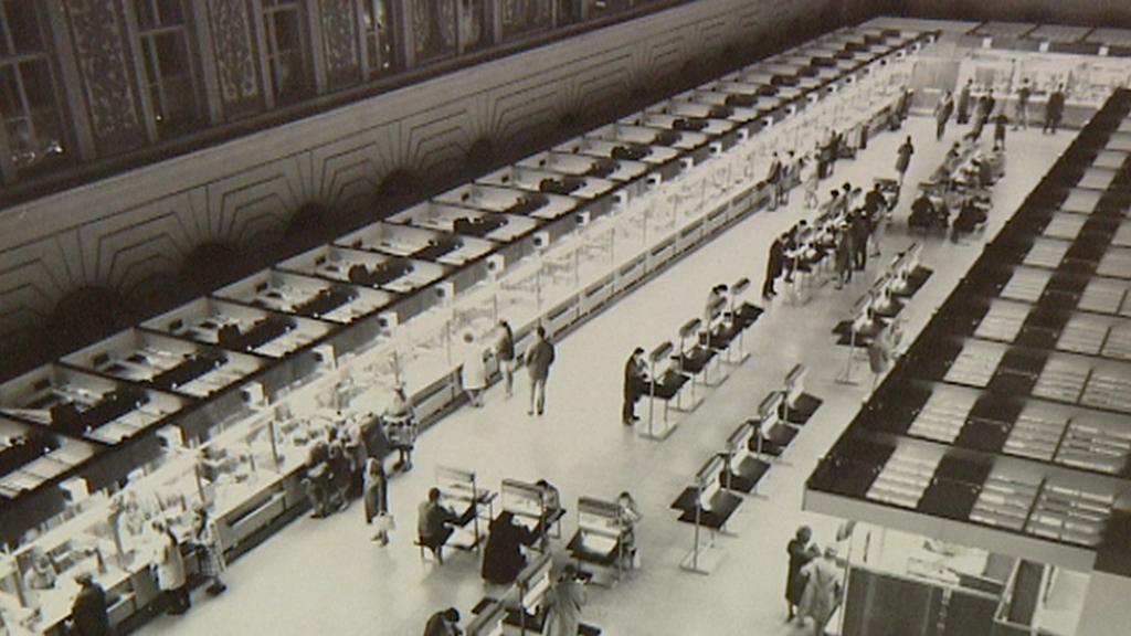 Archivní snímek z poštovní haly