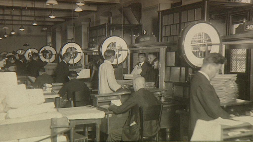 Pracovníci pošty na archivním snímku