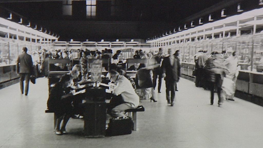 Archivní snímek poštovní haly