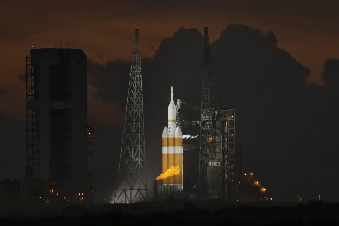 Vesmírná loď Orion s nosnou raketou Delta 4