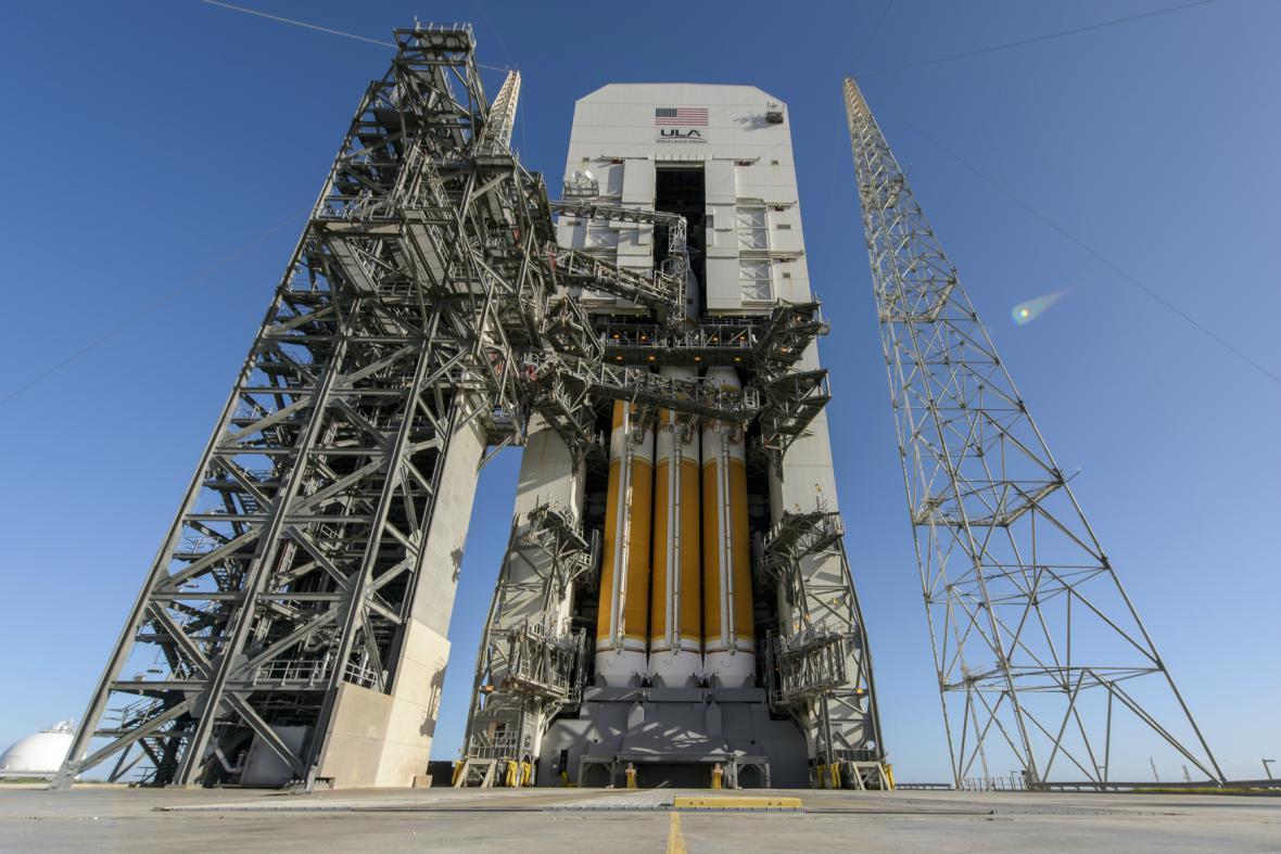 Vesmírná loď Orion čeká na zkušební let