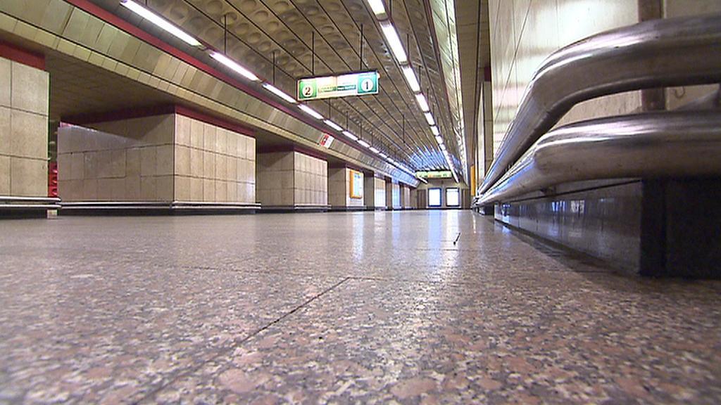 Metro bez cestujících