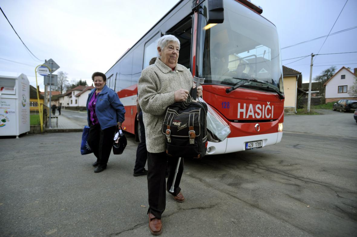 Lidé z Lipové a Haluzic se nakrátko v pátek mohli vrátit domů