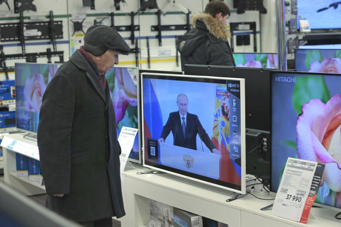 Lidé sledují Putinův projev