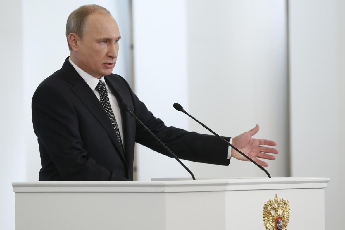 Vladimir Putin přednáší zprávu o stavu země