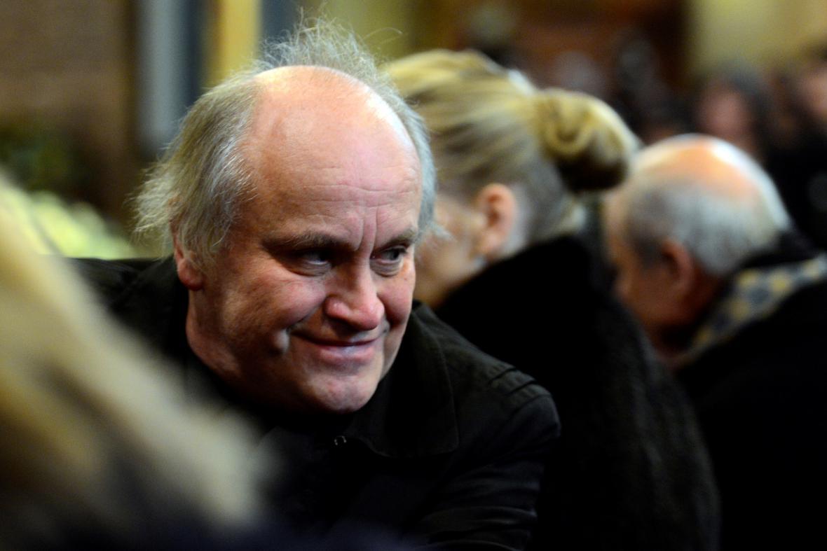 Michael Kocáb na pohřbu Petra Hapky