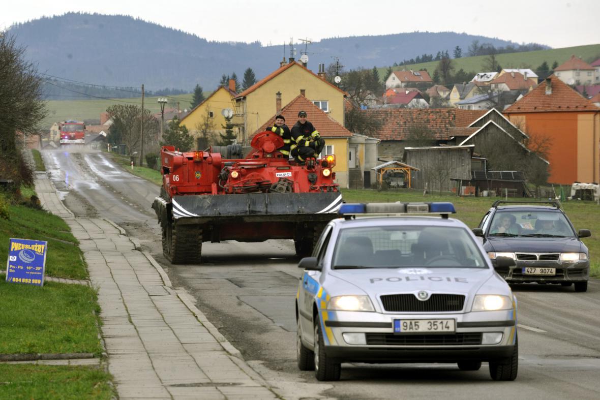 Obrněný tank s pyrotechniky