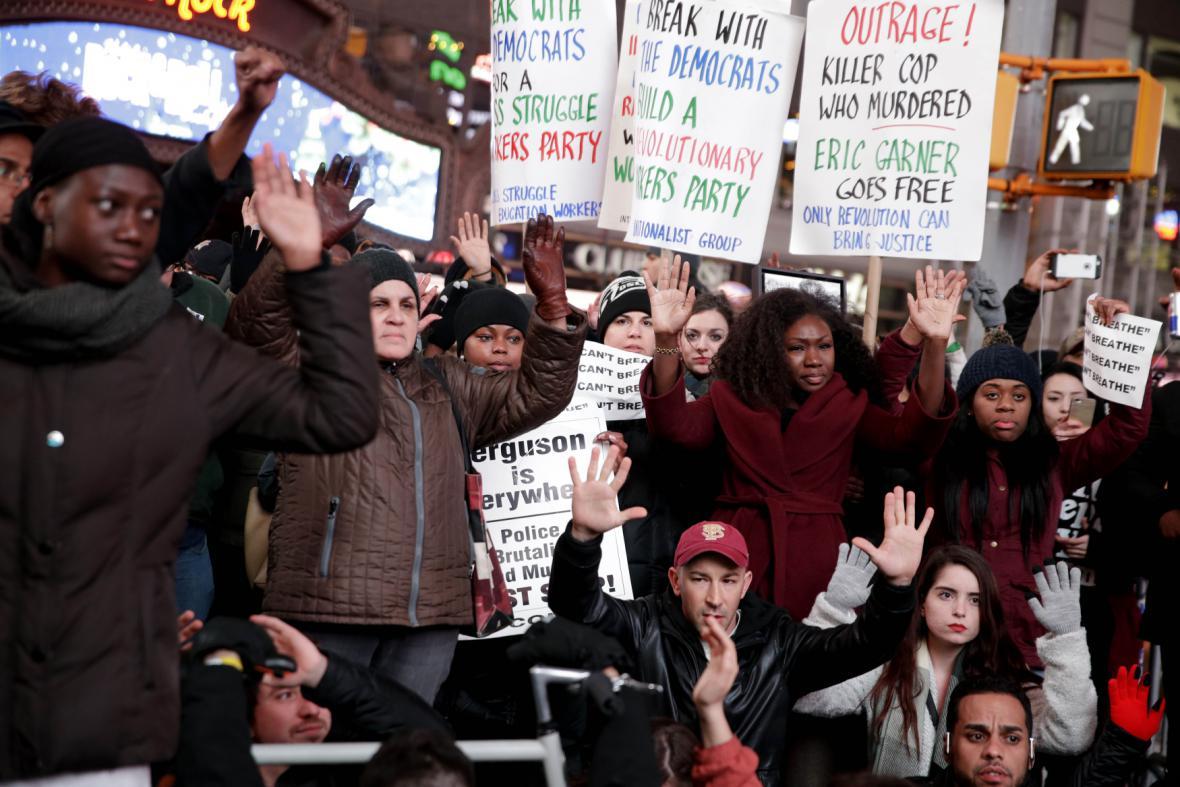 Protesty v New Yorku proti neobviňujícímu verdiktu poroty
