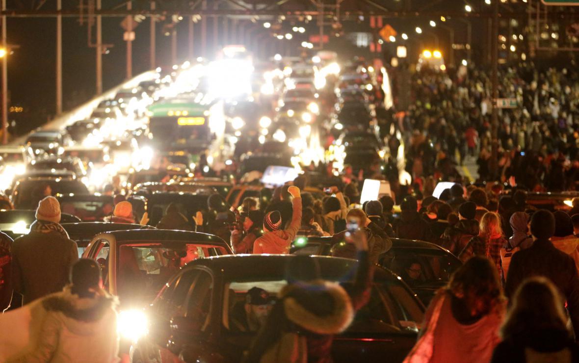 Protesty v New Yorku proti verdiktu poroty blokovaly i dopravu