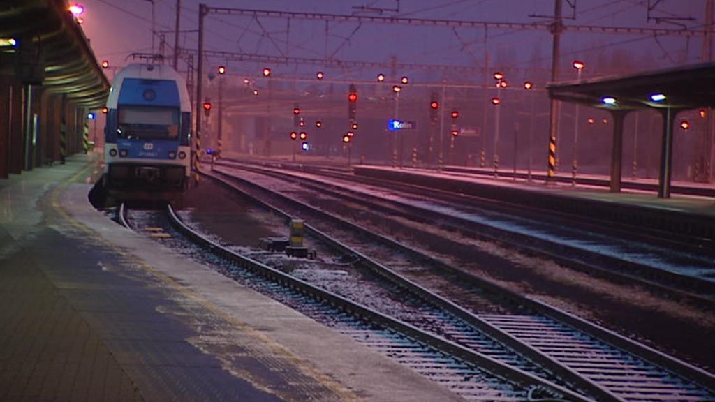 Ledovka ochromila i železniční dopravu