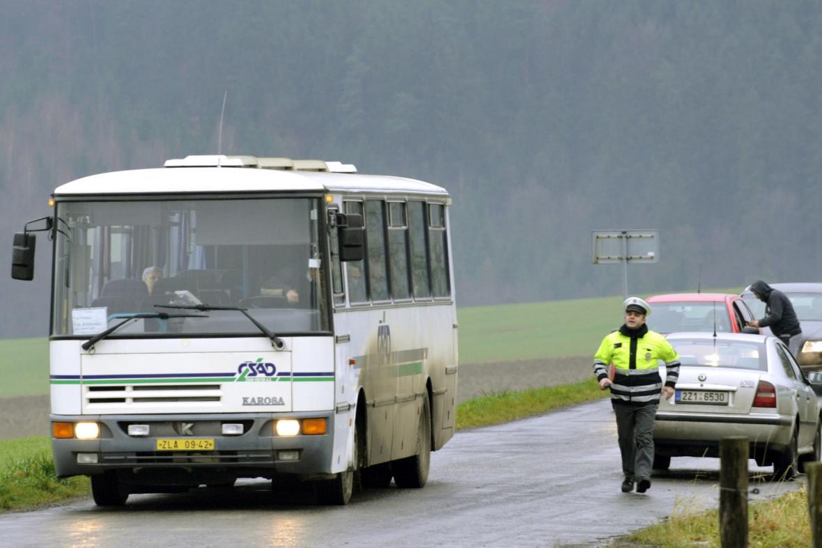 Policie uzavřela přístupové cesty v okruhu deseti kilometrů