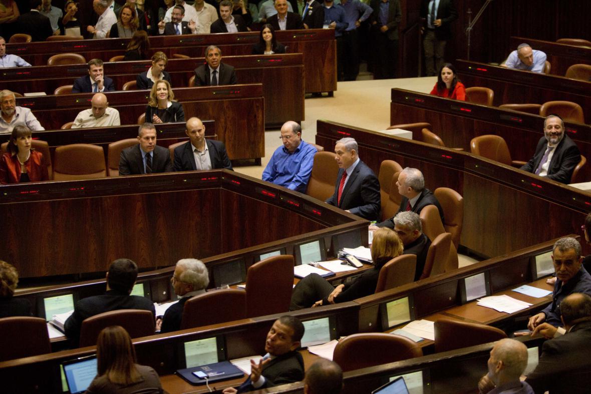 Izraelští poslanci hlasují o rozpuštění parlamentu