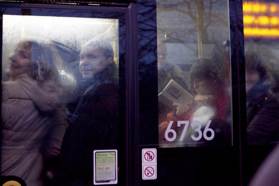 Ledovka v ČR - přeplněné autobusy v Praze
