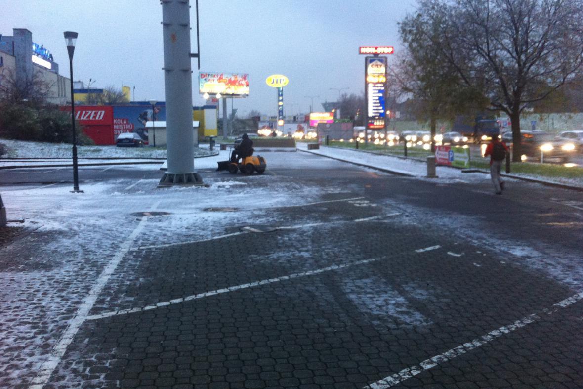 Do ulic Brna vyjely i malé rolby na sníh