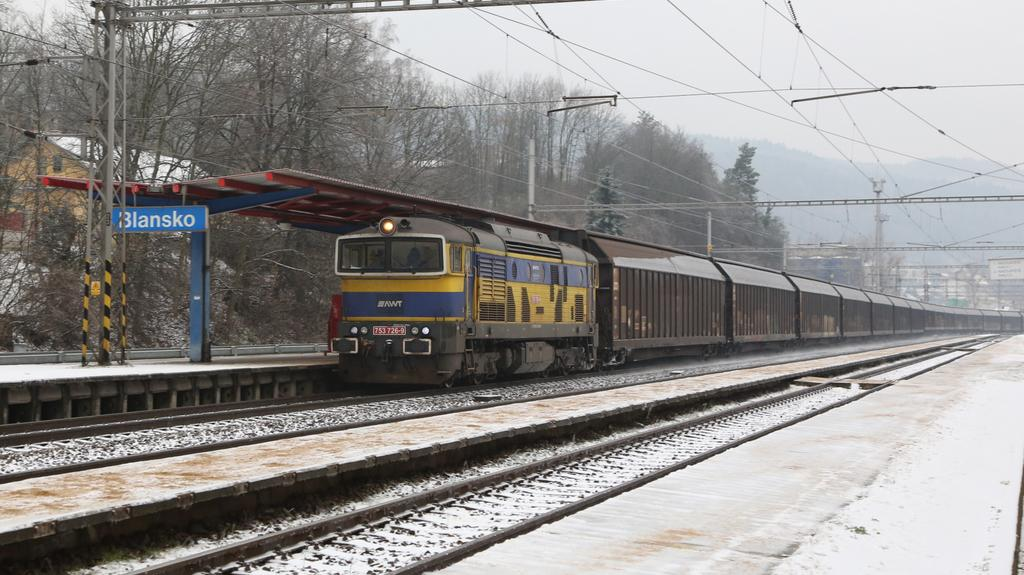 Na trati Česká Třebová - Blansko - Brno jsou používány dieslové lokomotivy