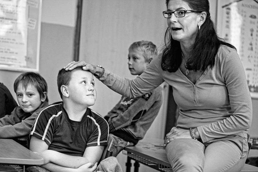 Děti s učitelkou v ZŠ Jáchymov
