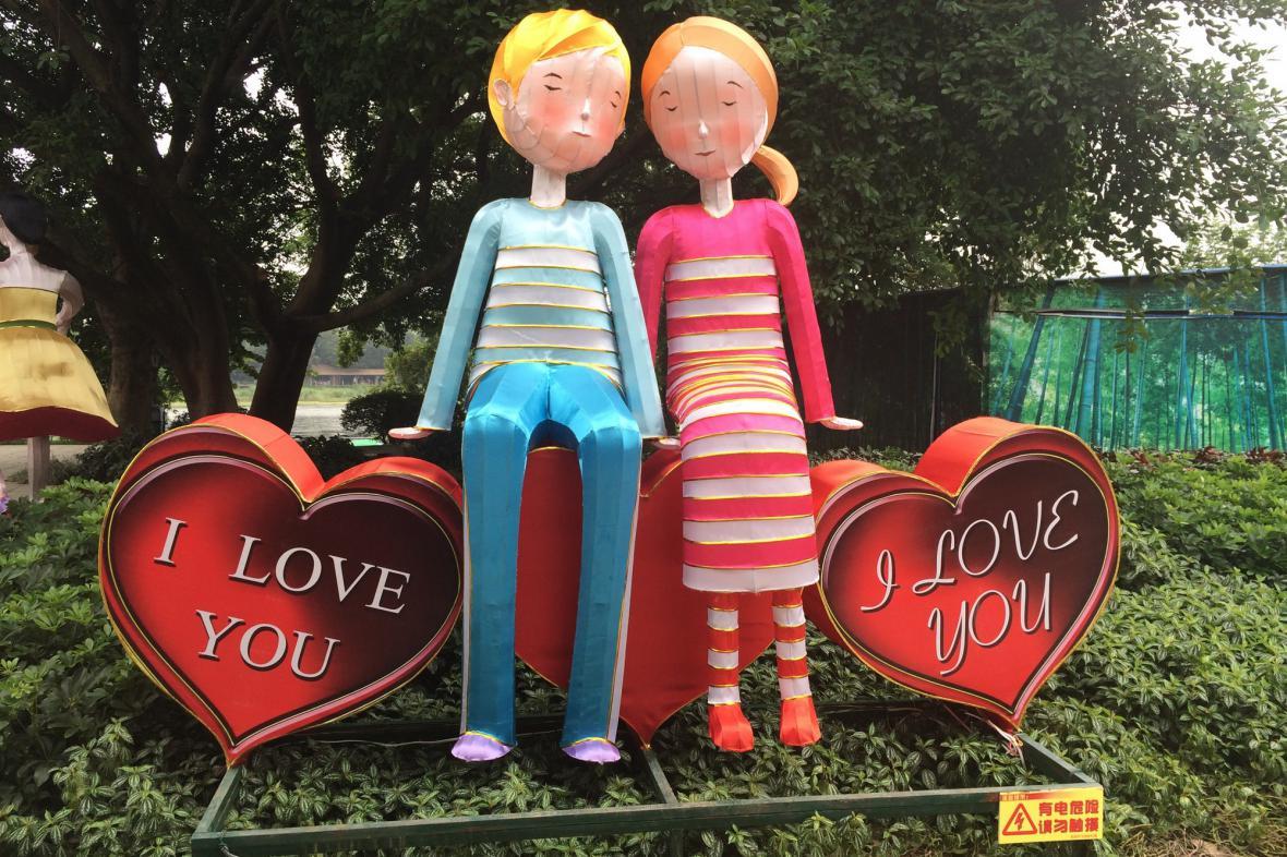Figury milenců v Parku lásky v Kchuej-linu