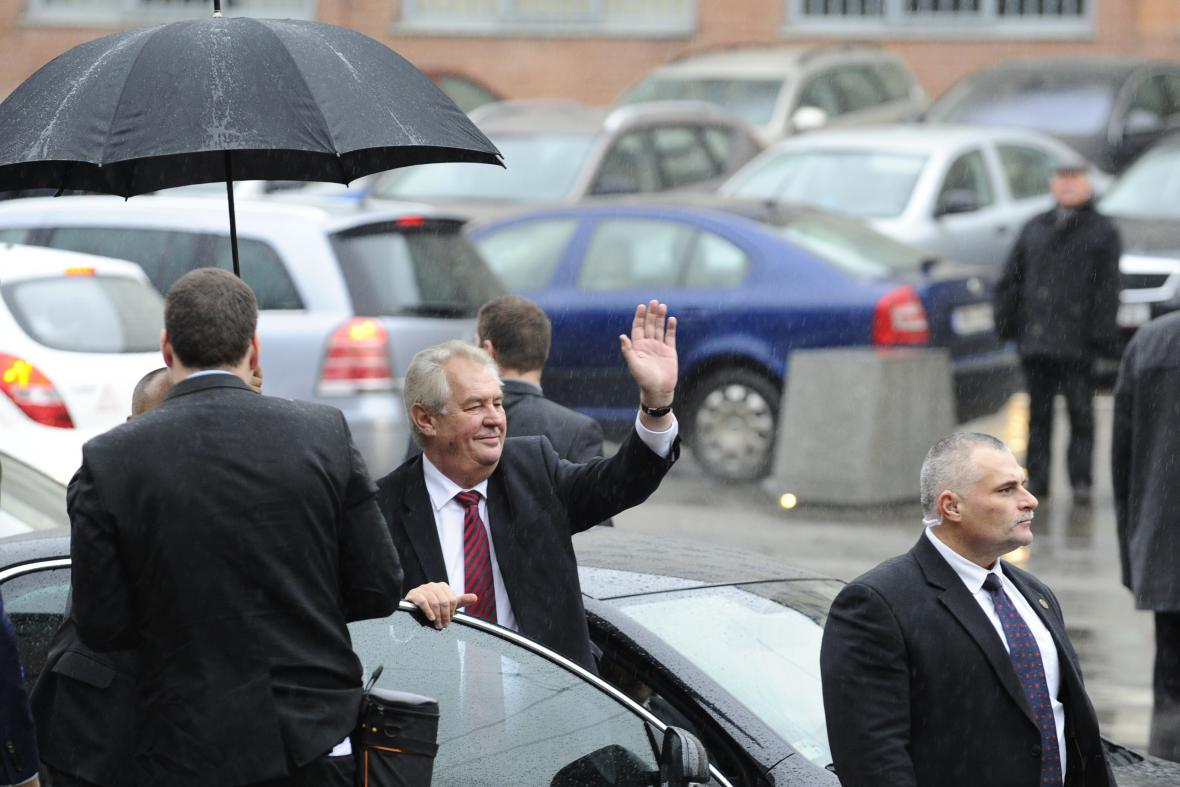 Příjezd prezidenta Miloše Zemana na Univerzitu obrany