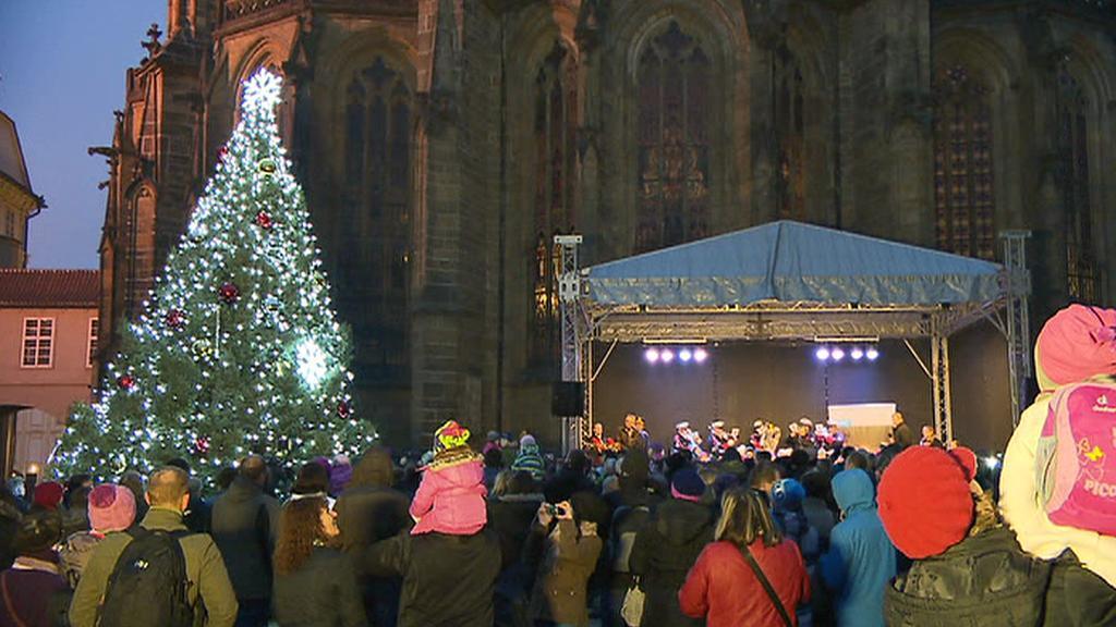 Vánoční strom na Jiřském náměstí Pražského hradu