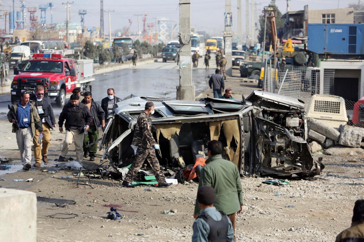 Vozidlo britské ambasády po sebevražedném útoku