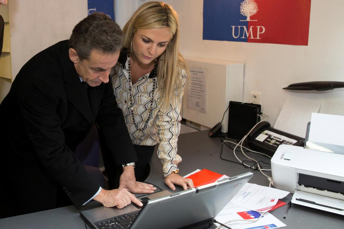 Nicolas Sarkozy při elektronické volbě předsedy UMP