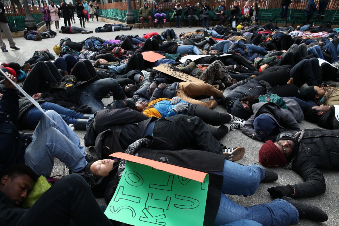 Protest v nákupním centru ve Fergusonu