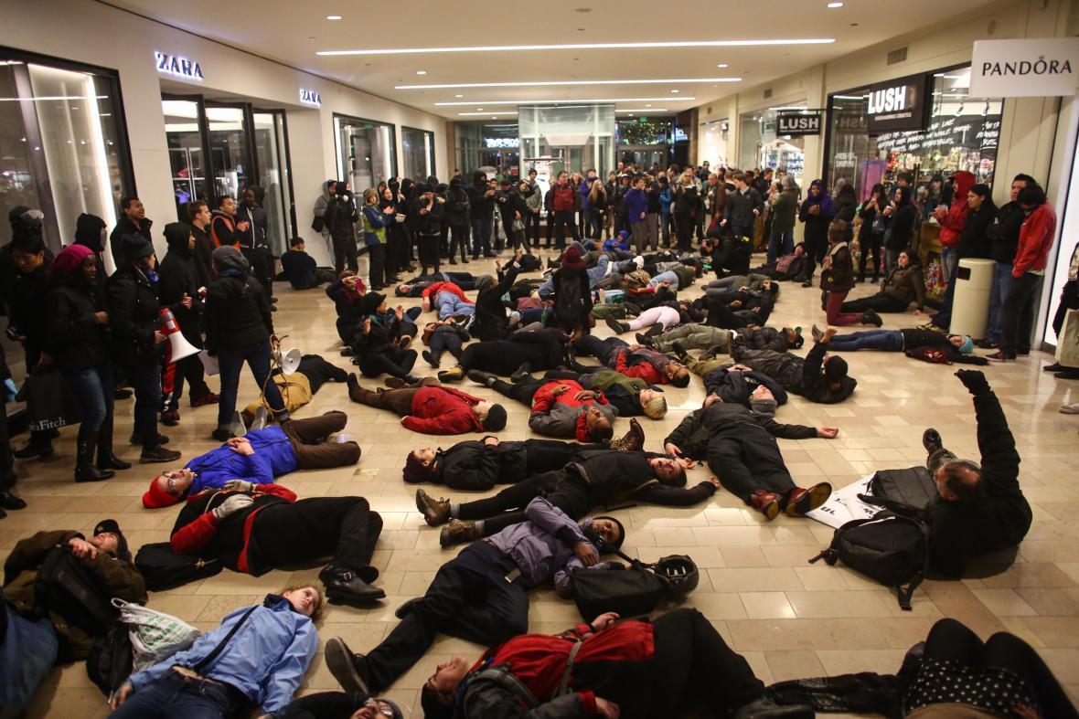 Protest v nákupním centru v Seattlu